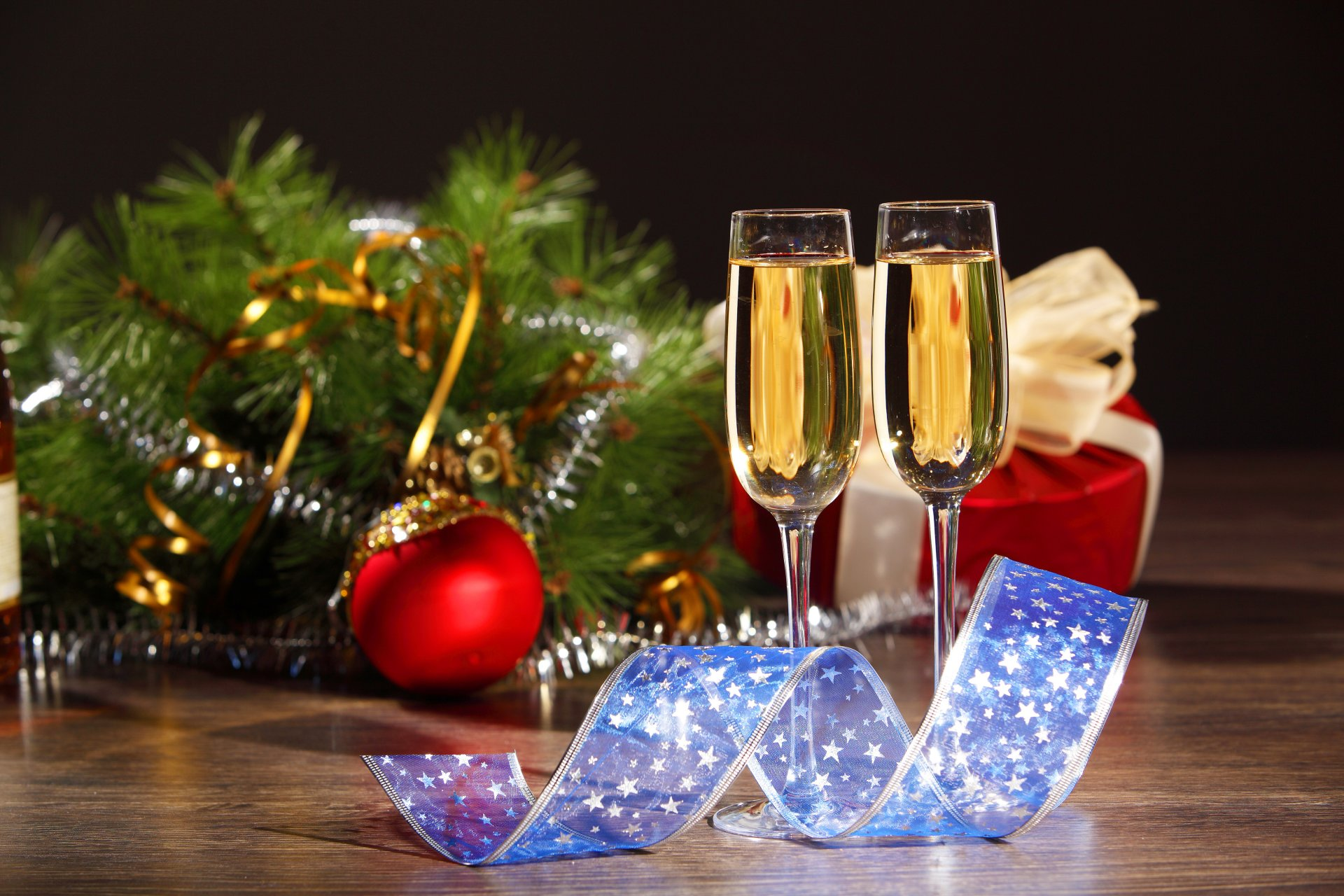 Новогодние тост за новогодним столом