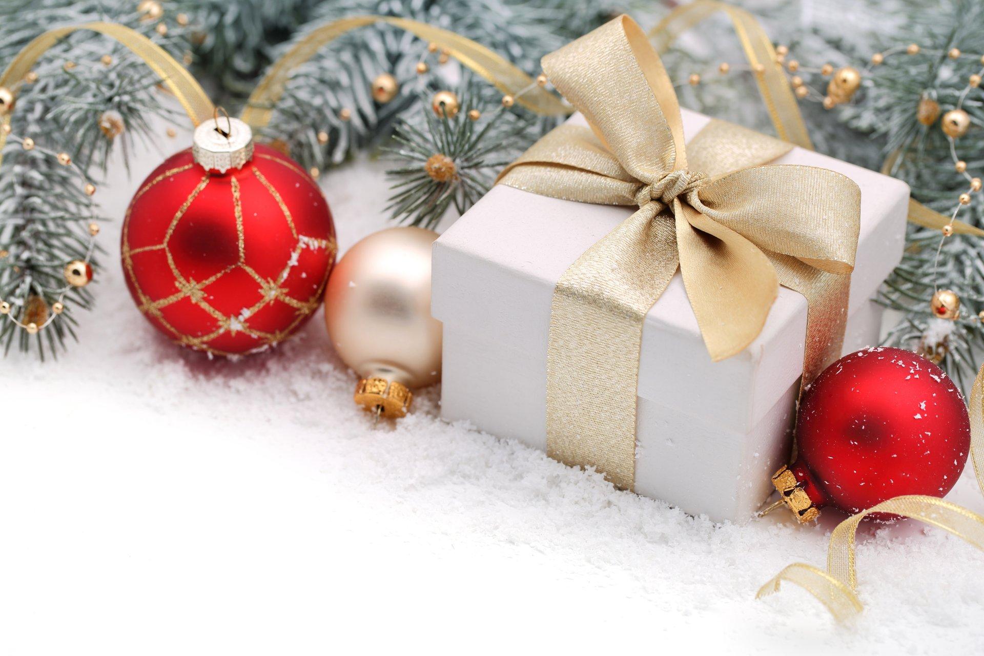 Обои подарок, Коробка, рождество, ёлочные украшения, золотые, шарики. Новый год foto 10