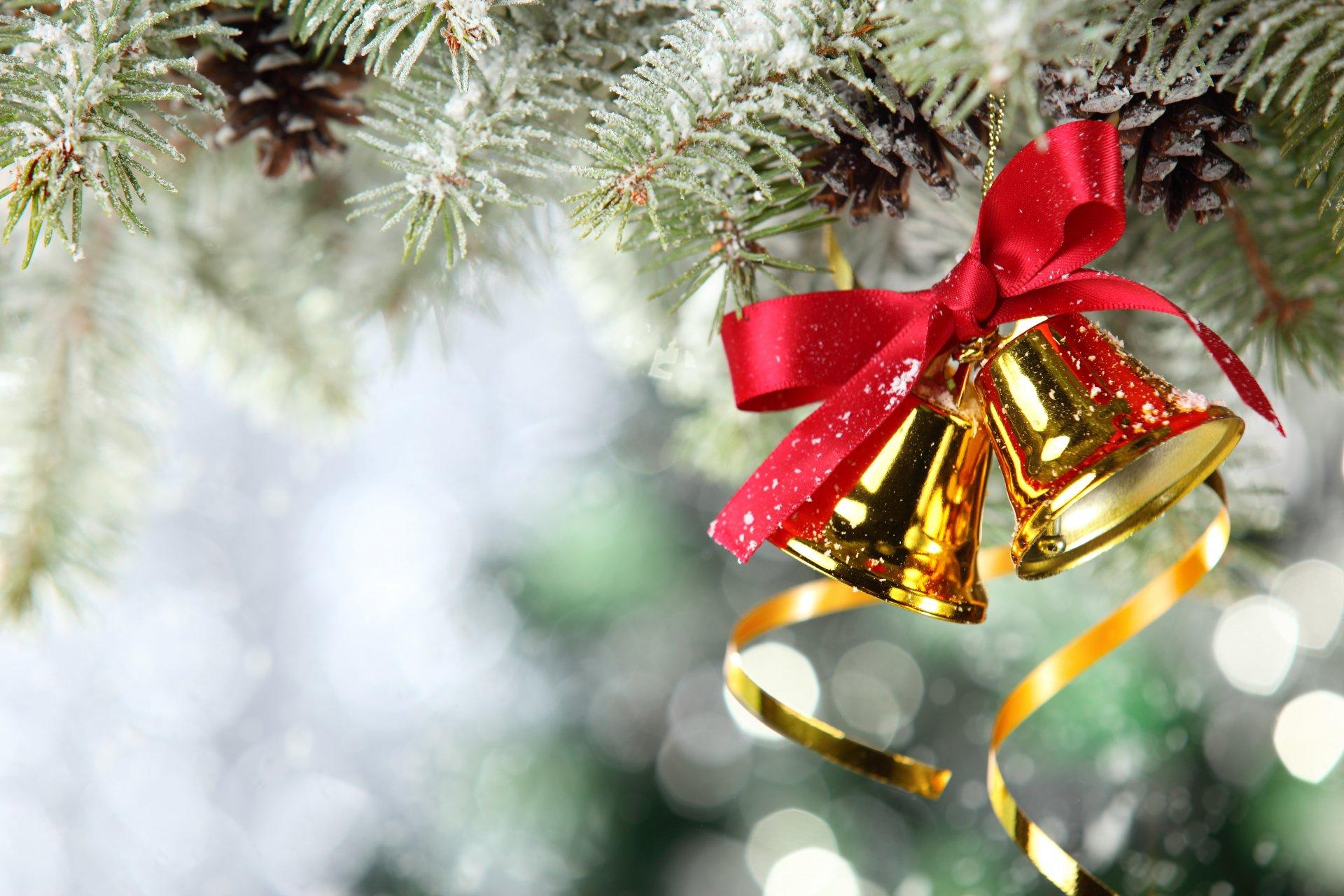 Новогодняя открытка с елкой и поздравлением, очень соскучился