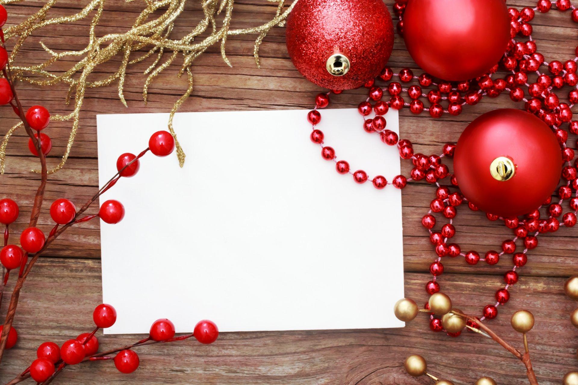 Открытка с новогодними украшениями