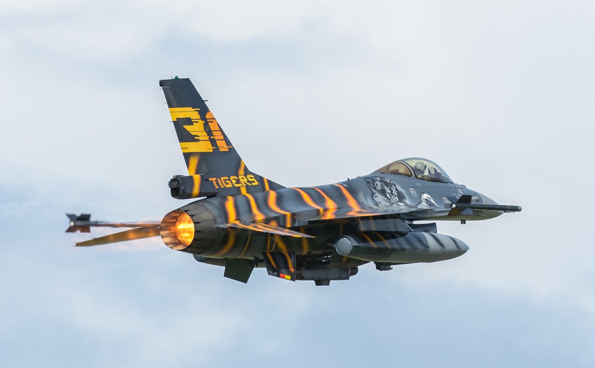 Обои fighting falcon, истребитель, F-16c, кабина. Авиация foto 18