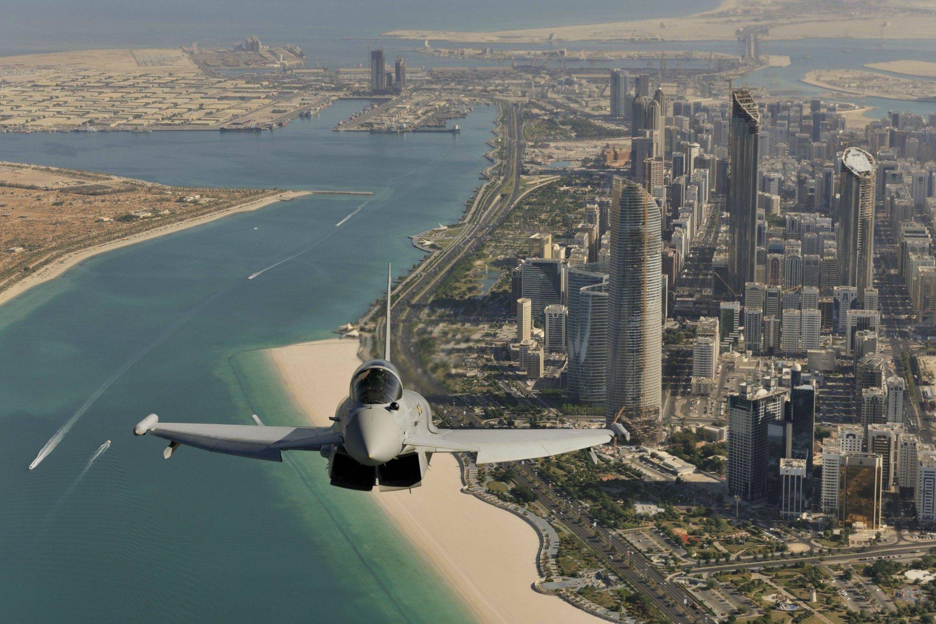 Дубай с самолета недвижимость на лазурном берегу