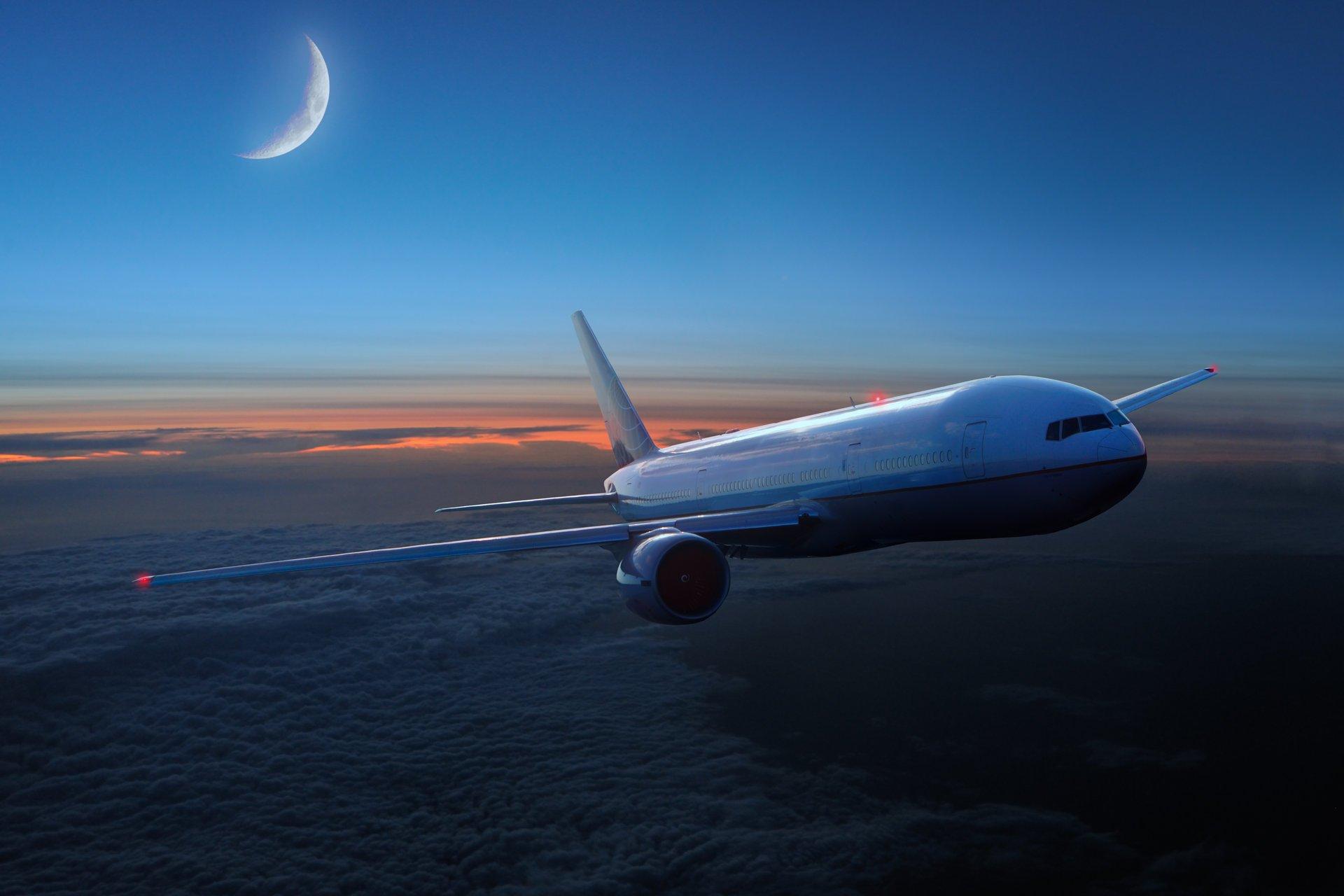 Картинки самолетов в небе