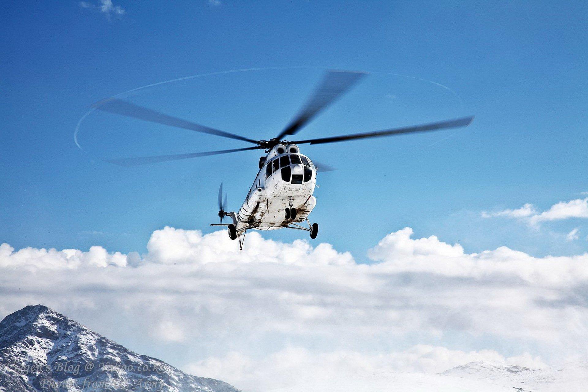 Летящий вертолет загрузить