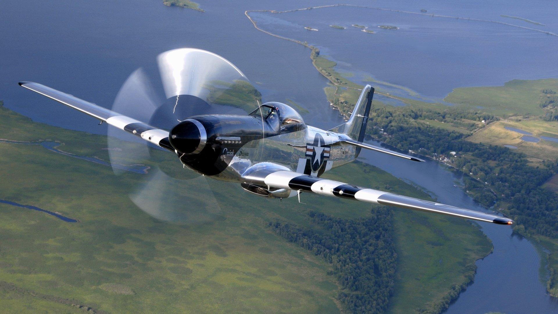 Пропеллерные самолеты над озером без регистрации