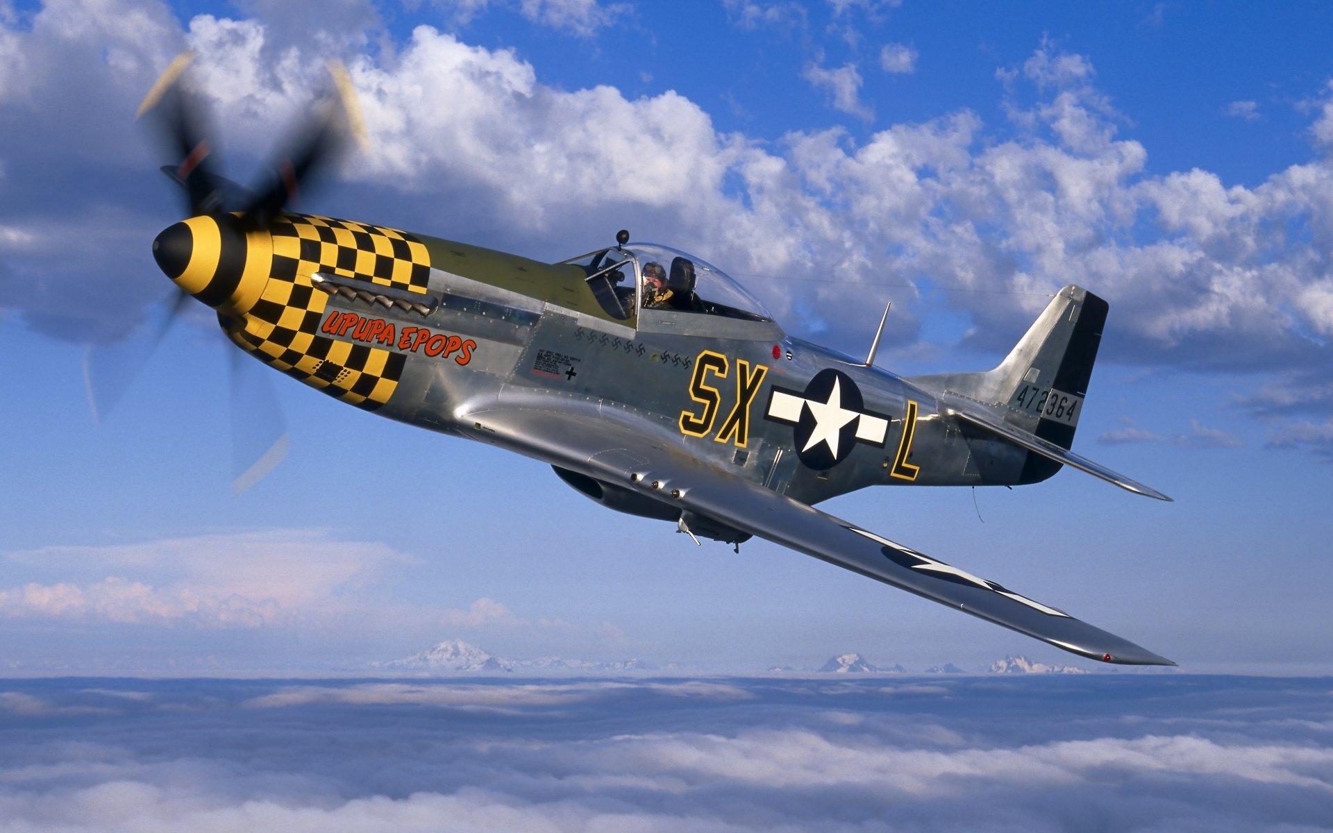 Два истребителя North American P-51 Mustang без смс