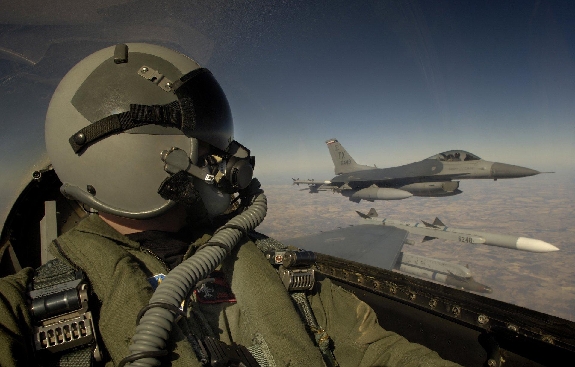 Обои истребитель, в небе, шлем. Авиация foto 9