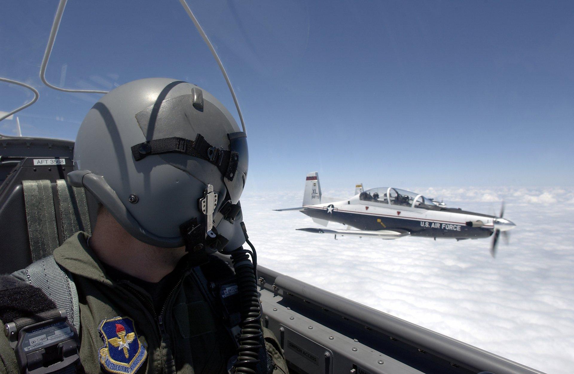 Обои истребитель, в небе, шлем. Авиация foto 10