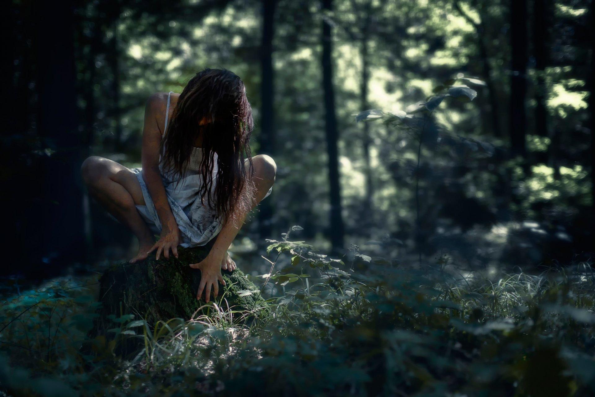 С женщиной в лесу видео