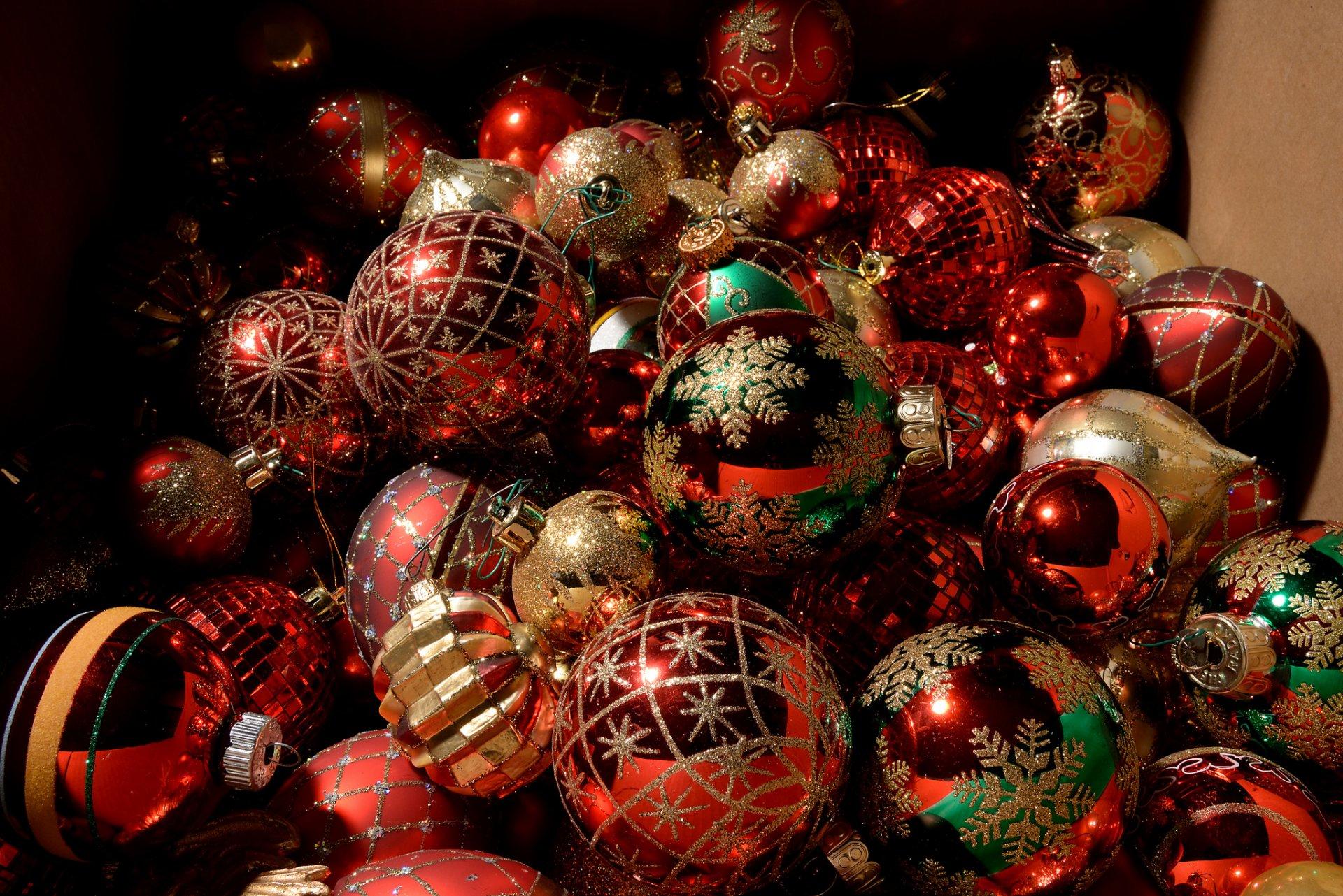 картинки с новогодними шарами на рабочий стол очень