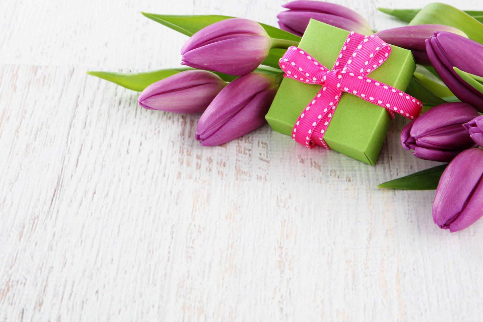 Открытка с днем рождения и 8 марта в одной открытке