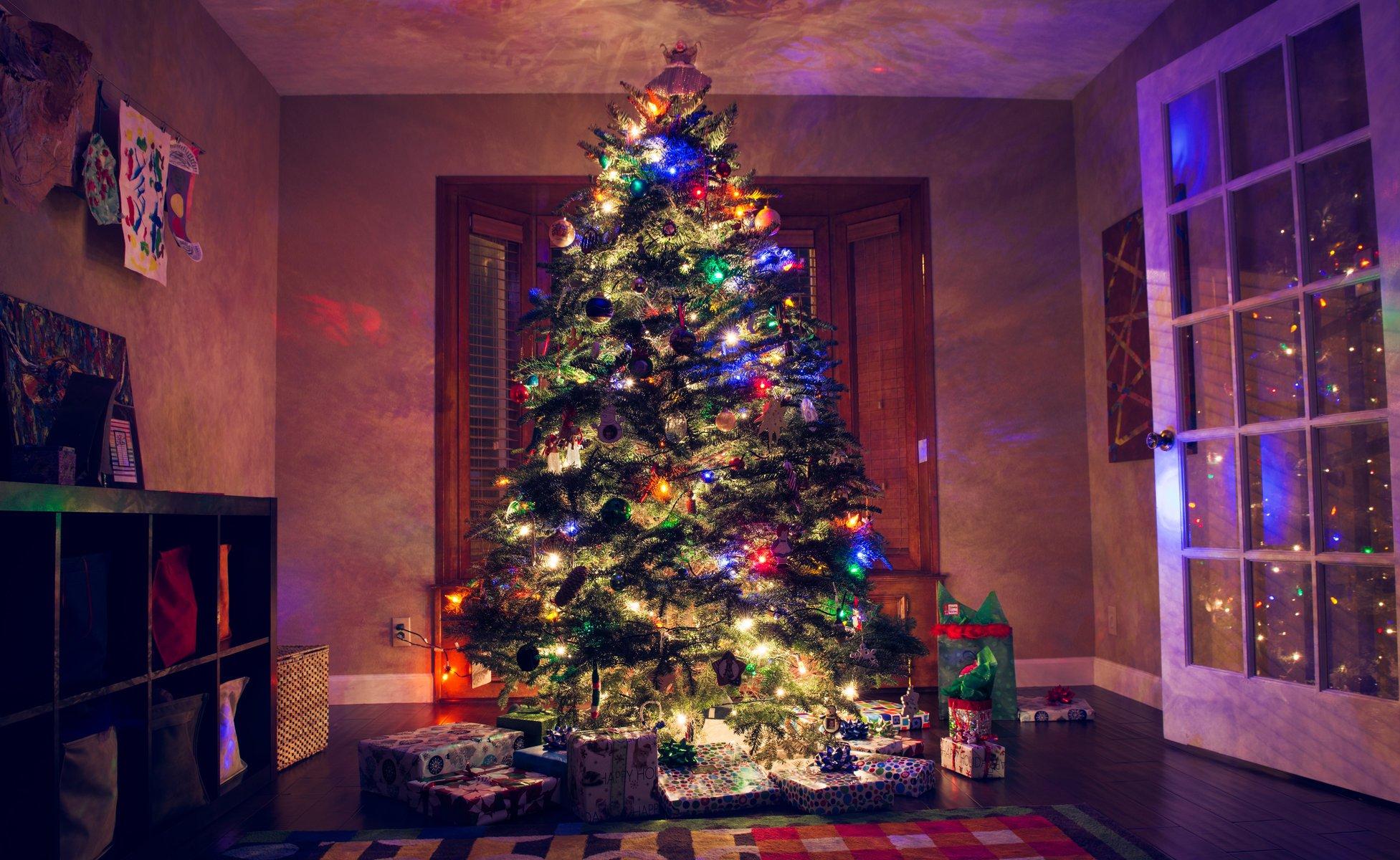 пепел новогодние обои на рабочий стол елка в огнях широкоформатные даст вам
