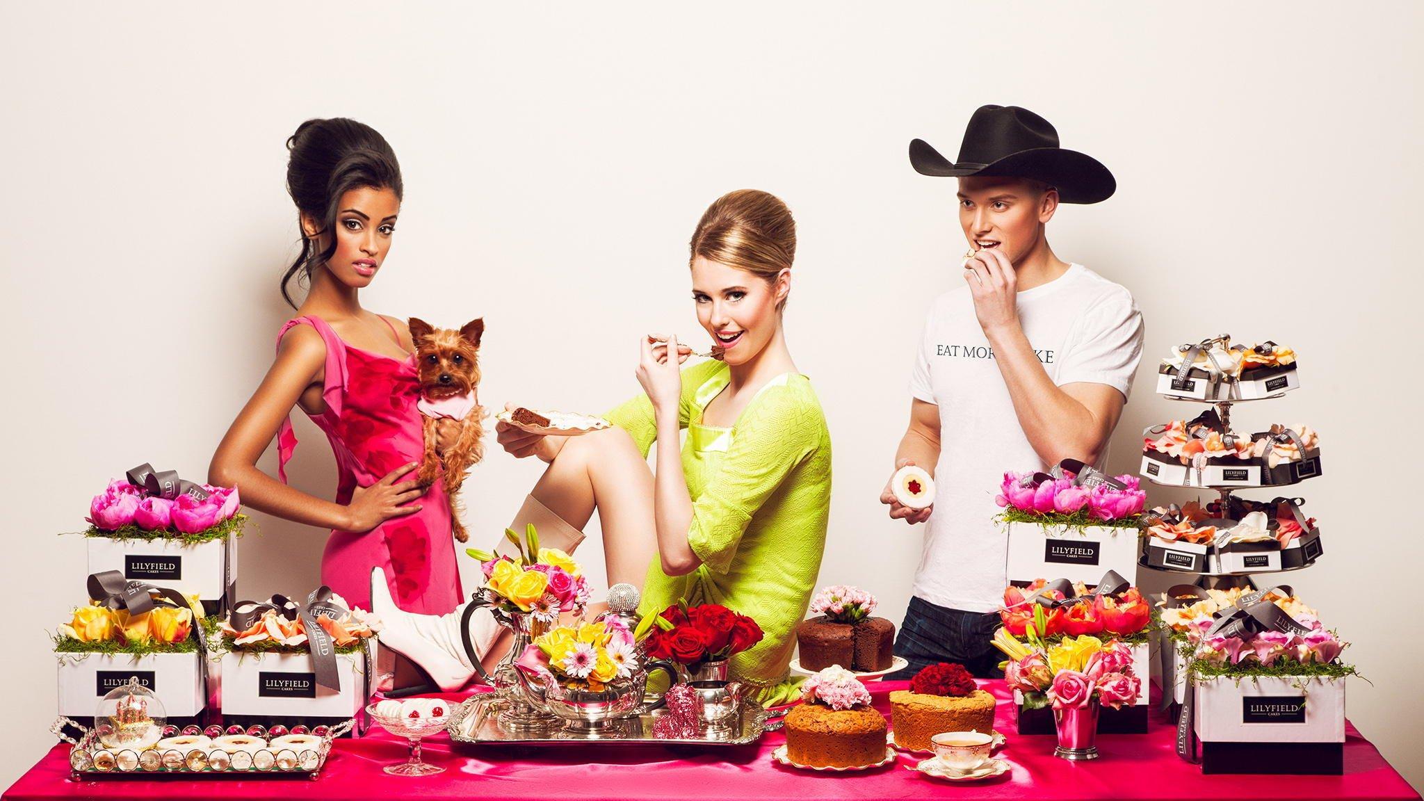 Открытках, открытка девушка с тортом