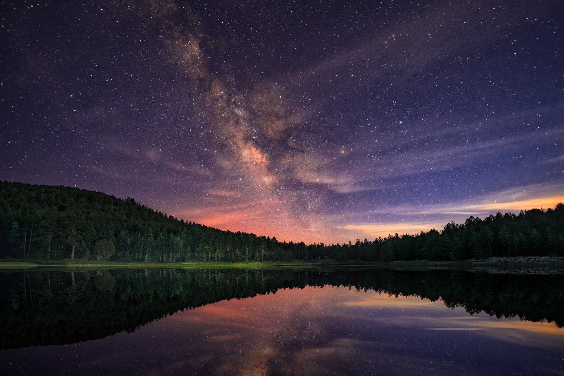 странице картинки лесное озеро ночью меди