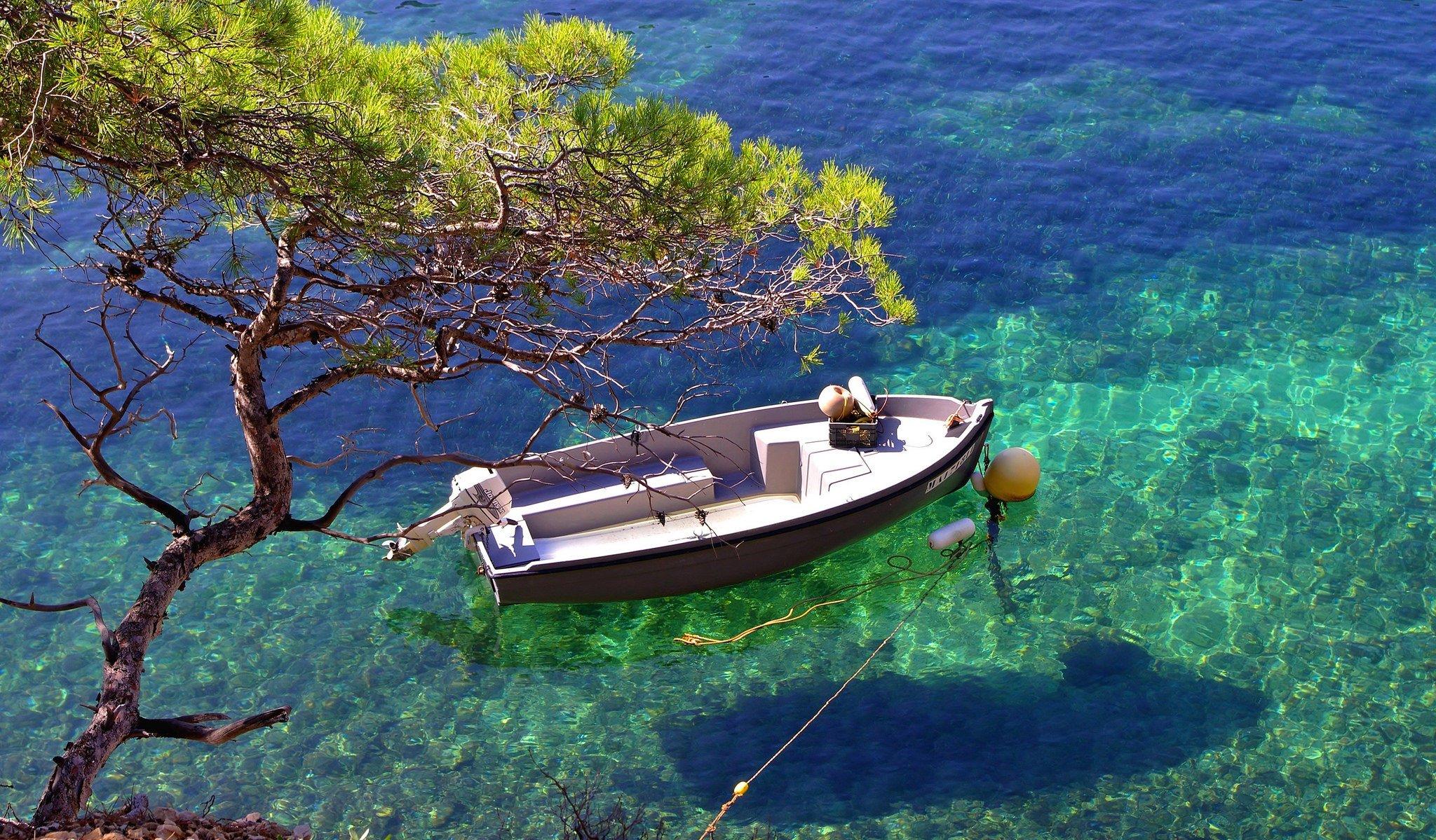 лодки у берегов испании