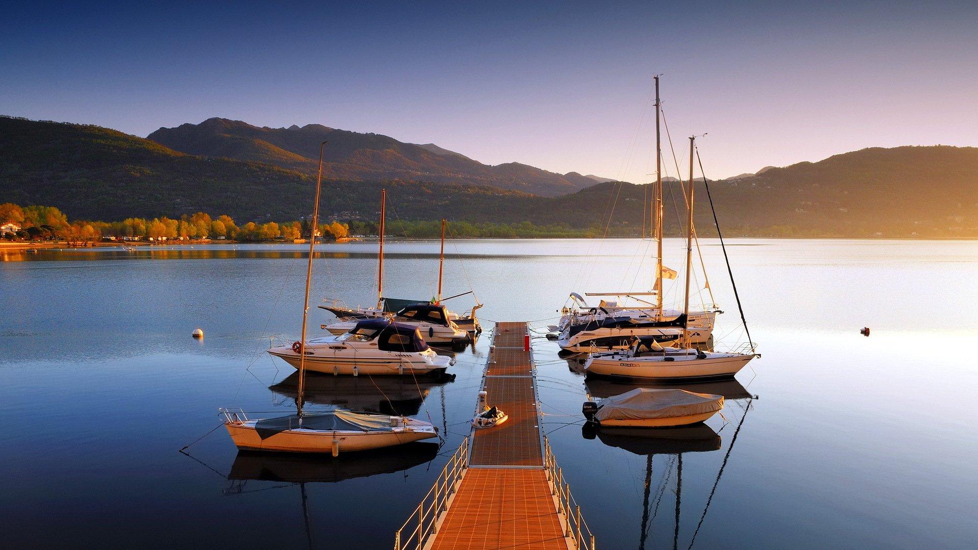 Солнце в горах озеро яхты картинки