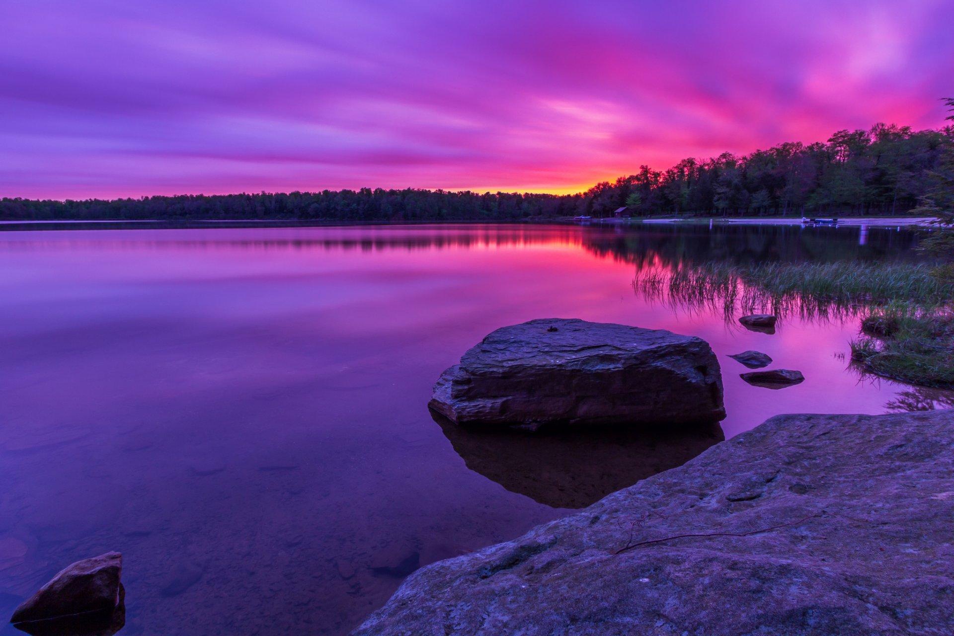 Темный закат над озером  № 3213525 бесплатно