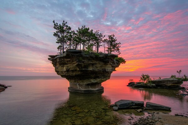 сша штат мичиган озеро гурон скала turnip rock