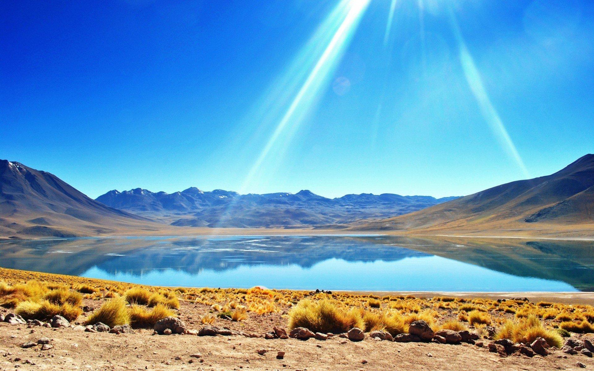 Озеро в пустынных горах загрузить