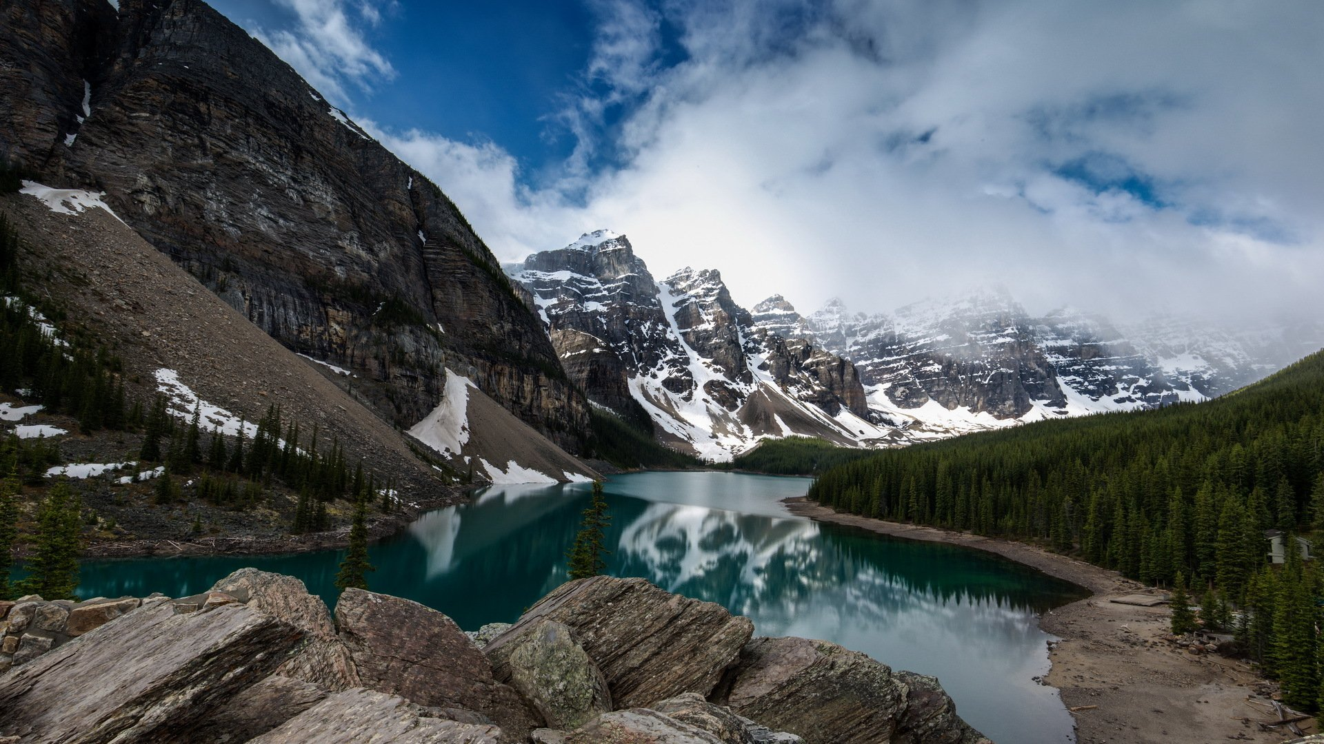 Moraine Lake and Valley of the Ten Peaks, Banff National Park, Canada онлайн