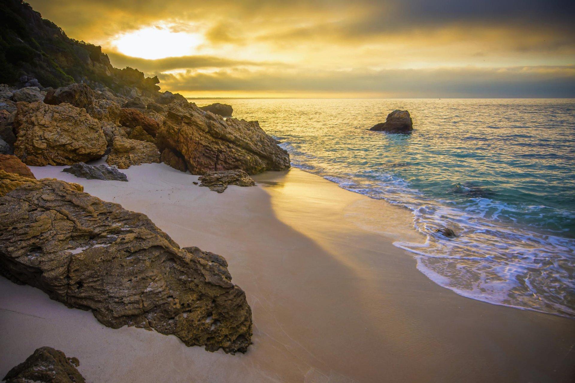 Скалы берег море солнце  № 2719631 бесплатно